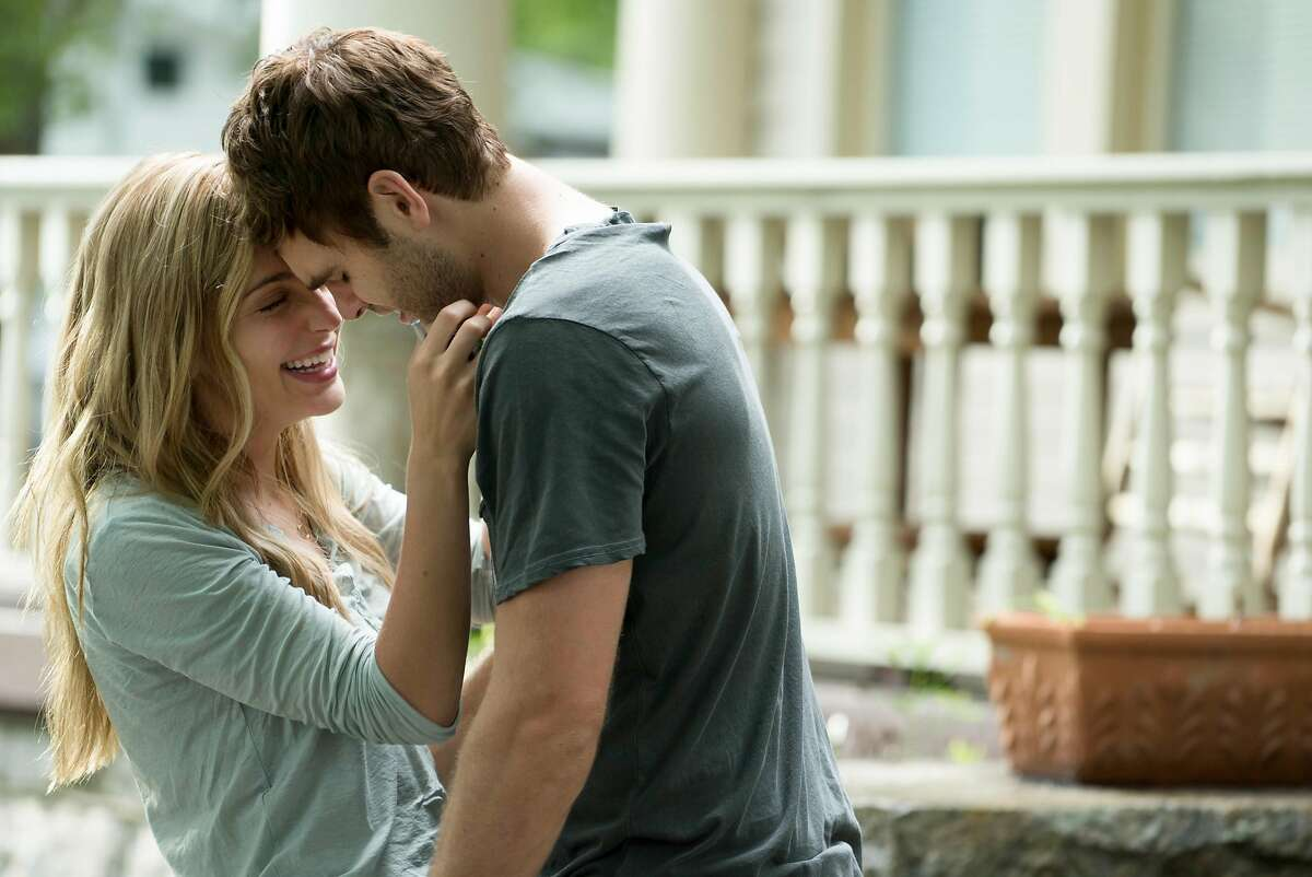 Jessica Rothe and Alex Roe in 'Forever My Girl'