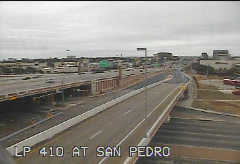 TxDOT camera images show San Antonio's eerily empty roadways ...