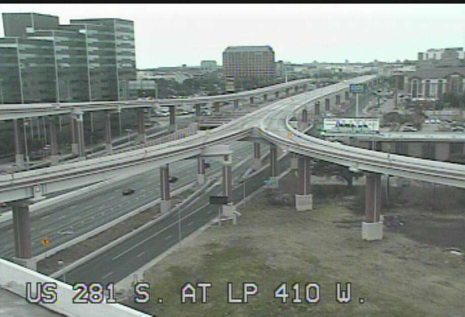 U.S. 281 at Loop 410 at 10:27 a.m.TxDOT cameras show how empty San Antonio highways were on the morning on Jan. 16, 2018, when an ice storm and freezing temperatures hit the city. Photo: Courtesy, TxDOT