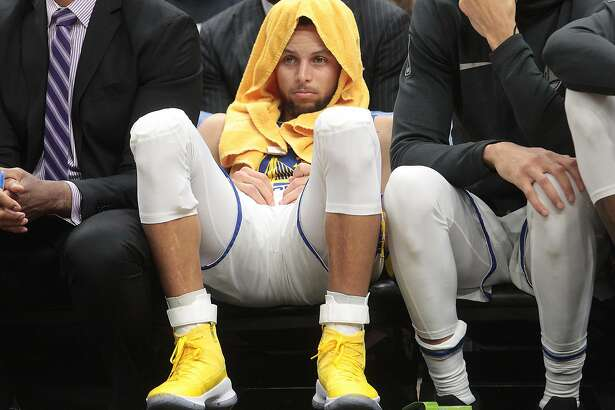 Golden State Warriors guard Stephen Curry sits on the bench in the fourth quarter Monday, Jan. 15, 2018 in Cleveland, Ohio. (Leah Klafczynski/Akron Beacon Journal/TNS)
