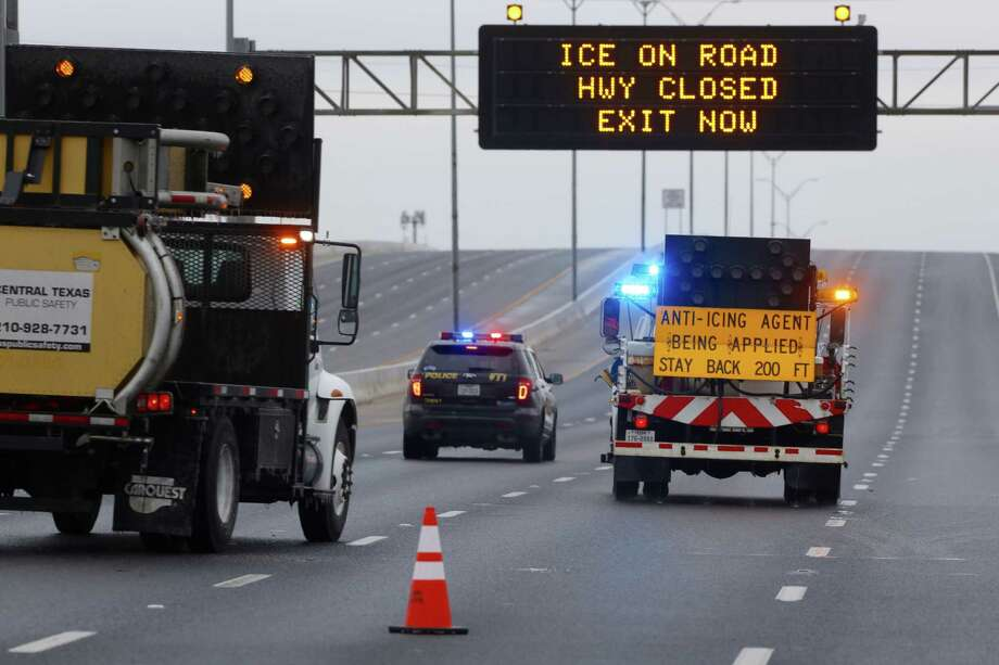 A TxDOT crew sprays de-icing solution on south bound I-35 Tue., Jan 16, 2018 south of O'Connor Road. Freezing rain and sleet is making area roads unsafe for travel and causing many closures. Photo: William Luther, San Antonio Express-News / (c)2015 William Luther