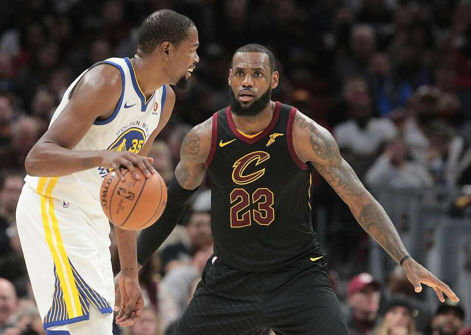 Cleveland Cavaliers forward LeBron James defends Golden State Warriors forward Kevin Durant in the third quarter Monday, Jan. 15, 2018 in Cleveland, Ohio. The Cavaliers lost to the Warriors 118-108.  (Leah Klafczynski/Akron Beacon Journal/TNS) Photo: Leah Klafczynski, TNS