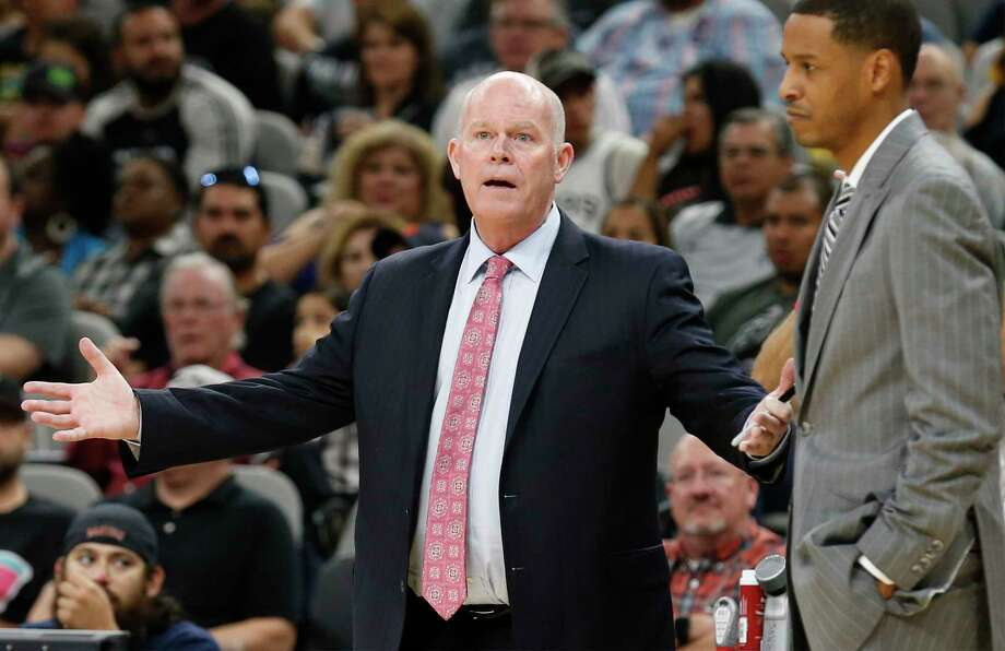 Charlotte Hornets head coach Steve Clifford (left) appears astounded by the lack of a call during the game against the Spurs at the AT&T Center on Friday, Nov. 3, 2017. Spurs defeated the Hornets, 108-101. Photo: Kin Man Hui, San Antonio Express-News / ©2017 San Antonio Express-News