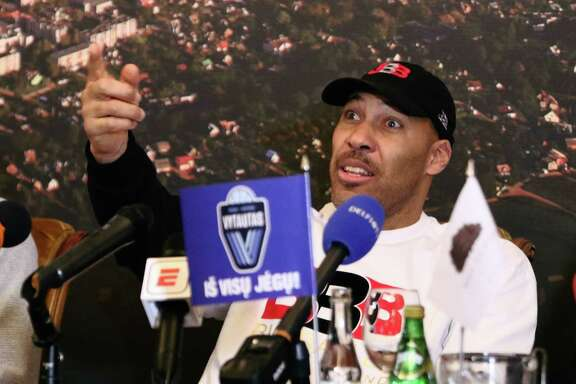 Los Angeles entrepreneur LaVar Ball addresses a press conference in Prienai, Lithuania, where his sons LaMelo and LiAngelo Ball will play for the Vytautas club. A reader finds it ironic that Spurs Coach Gregg Popovich criticized Ball.