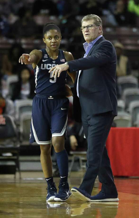 UConn head coach Geno Auriemma talks with guard Crystal Dangerfield during the first half on Saturday. Photo: Karen Warren / Houston Chronicle / © 2018 Houston Chronicle