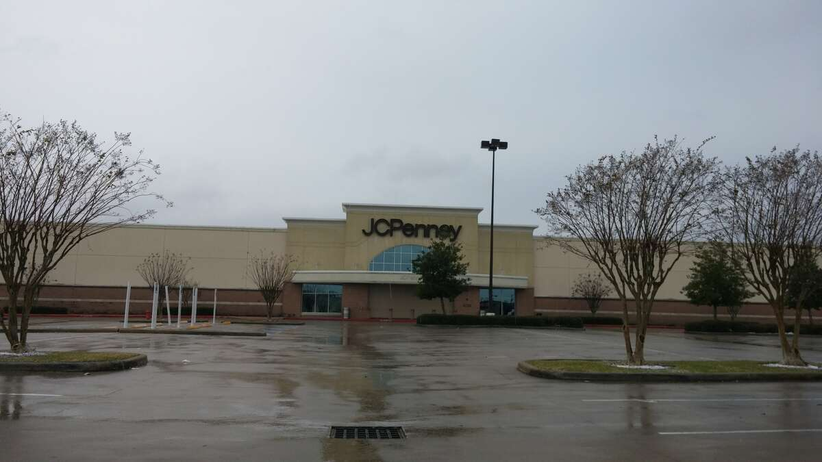 The J.C. Penney department store located at 5120 Fairmont Parkway in south Pasadena was closed Tuesday afternoon.