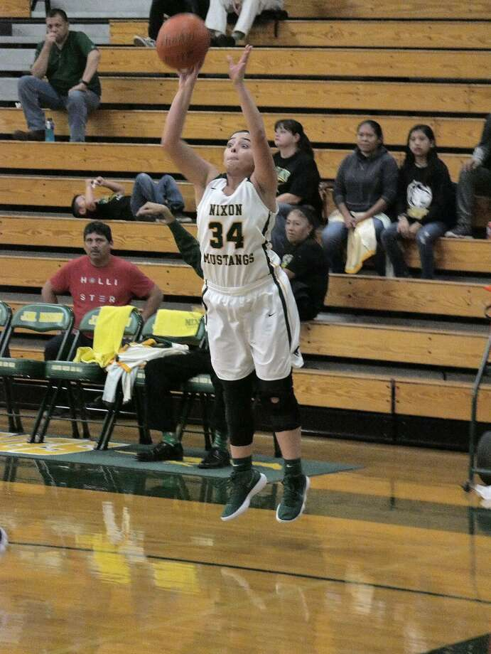 Ashley Peña and the Lady Mustangs (25-6) are 10-0 in District 31-5A play heading into Saturday's road game in Mission. Photo: Cuate Santos /Laredo Morning Times / Laredo Morning Times