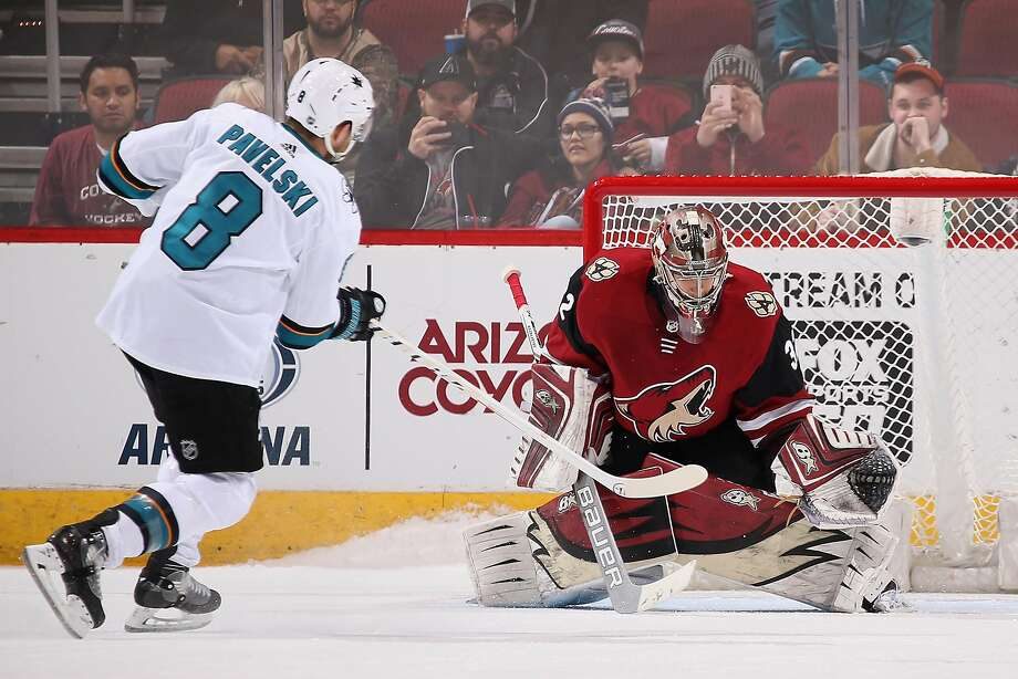 Joe Pavelski (8) scores in the shootout past Coyotes goalie Antti Raanta to lift the Sharks. Photo: Christian Petersen, Getty Images