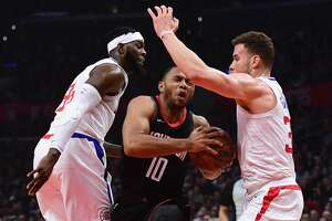 LOS ANGELES, CA - JANUARY 15:  Eric Gordon #10 of the Houston Rockets drives between Willie Reed #35 and Blake Griffin #32 of the LA Clippers during the first half at Staples Center on January 15, 2018 in Los Angeles, California.  (Photo by Harry How/Getty Images)
