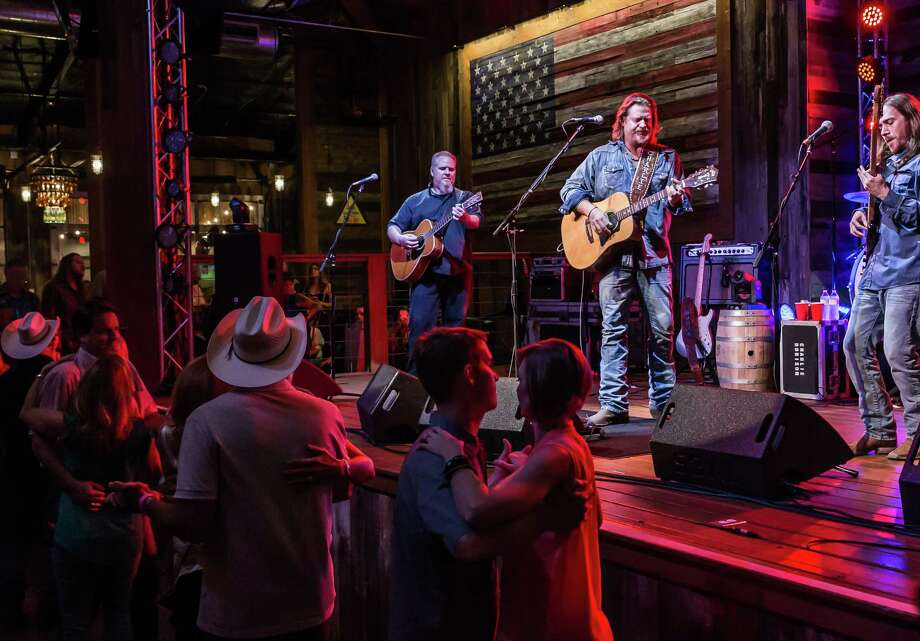 Charlie Robison performs at the Redneck Country Club in in Stafford in October 2016. Robison, who formerly owned Alamo Ice House BBQ & Brew in San Antonio, announced this week that he has retired from performing due to throat surgery. Photo: Leslie Plaza Johnson, For The Chronicle / Freelance