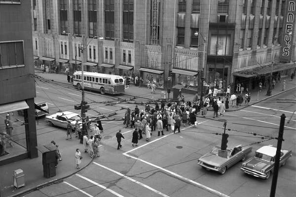 Traffic. Pedestrian Flow. Central Business District. [2nd Ave.] Date: Mar 31, 1961. Item No: 66630