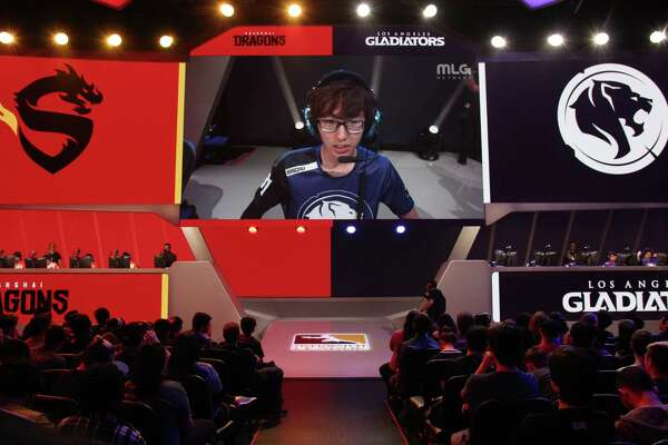 """Aaron """"Bischu"""" Kim of the Los Angeles Gladitators plays against the Shanghai Dragons during the inaugural day of the Overwatch League."""