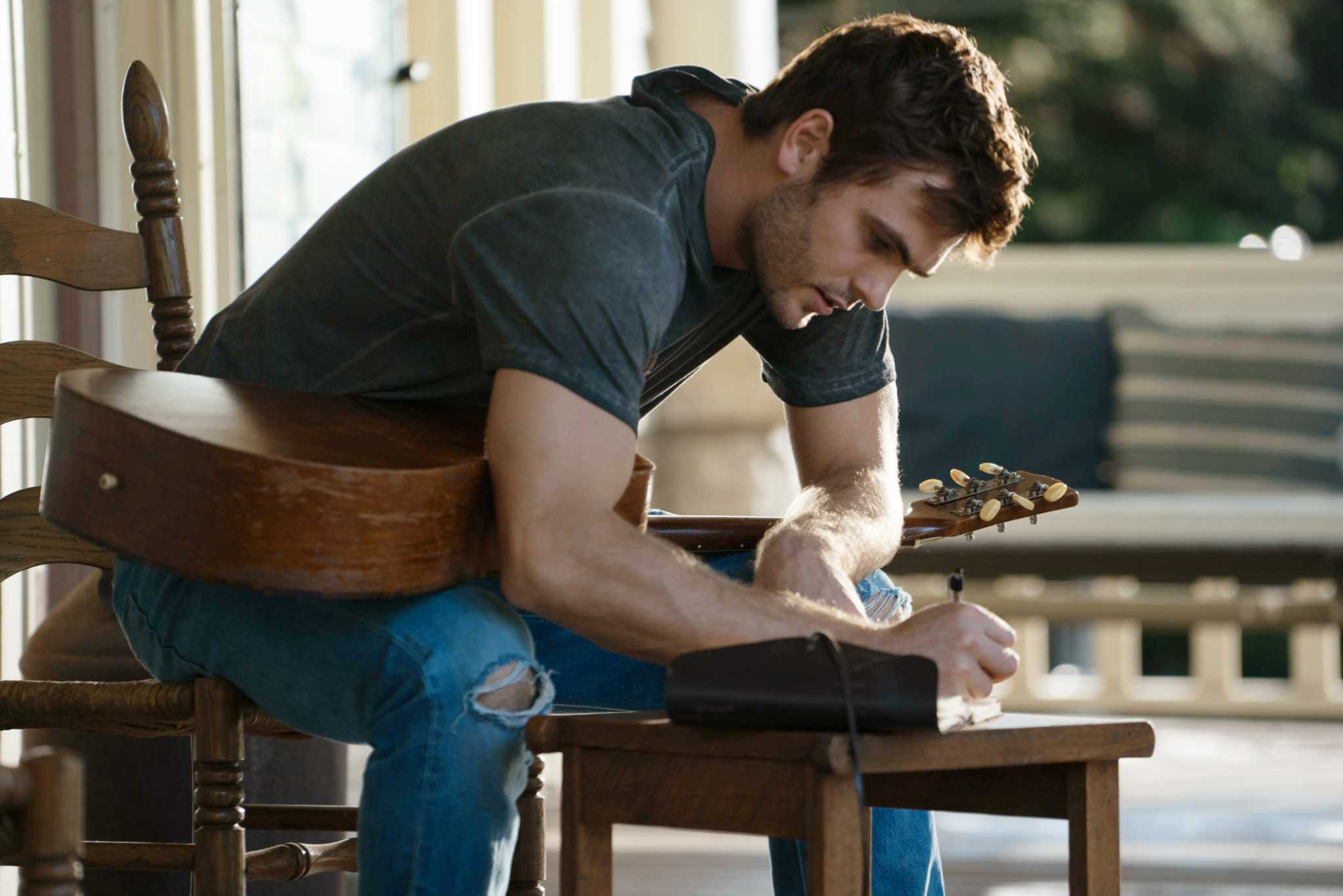 Englishman Alex Roe gets his twang on in 'Forever My Girl