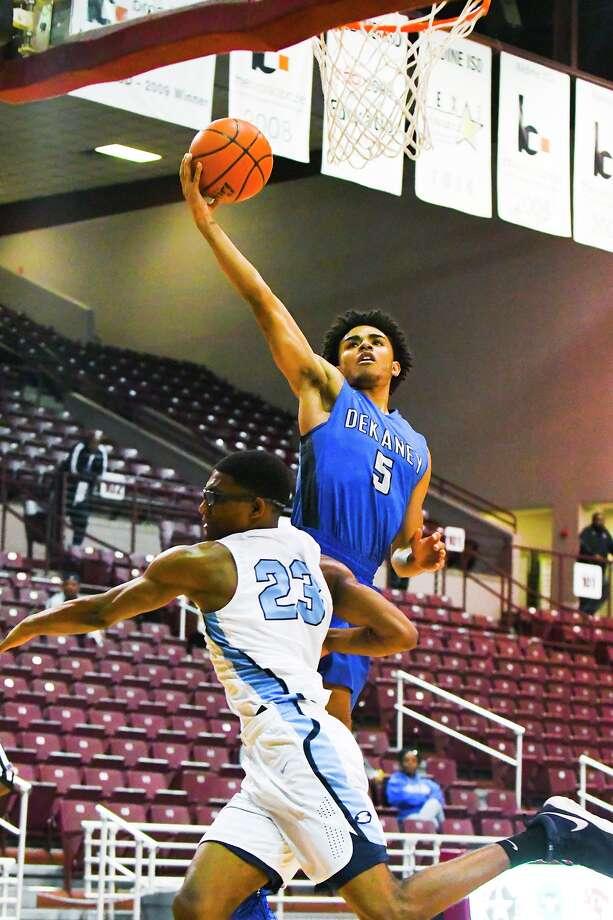 Dekaney senior point guard DJ Peavy moves toward the basket. Photo: Tony Gaines/ HCN, Photographer