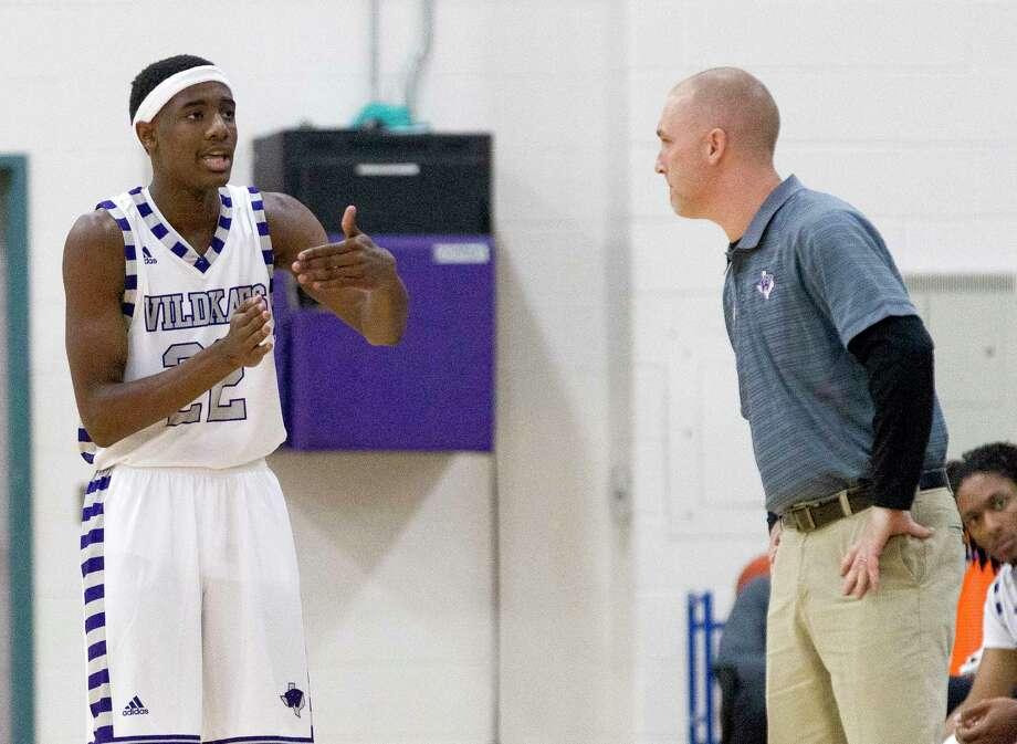 Willis guard Darius Mickens (22) talks with head coach Michael Storms during the first quarter of a non-district high school boys basketball game at Willis High School, Tuesday, Nov. 21, 2017, in Willis. Photo: Jason Fochtman, Staff Photographer / © 2017 Houston Chronicle