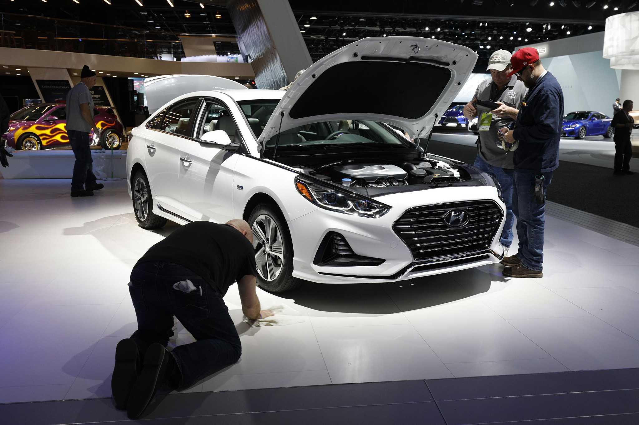 Autonomous cars loom but the Detroit auto show goes on San