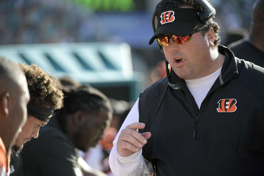 Cincinnati Bengals defensive coordinator Paul Guenther, right, talks to defensive players on the bench during the second half of an NFL football game against the Jacksonville Jaguars Sunday, Nov. 5, 2017, in Jacksonville, Fla. The Jaguars won 23-7. (AP Photo/Phelan M. Ebenhack) Photo: Phelan M. Ebenhack, AP