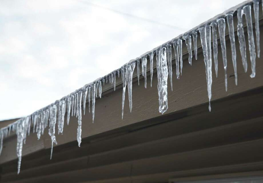 Ice re-freezes on eaves on the northside as fly over ramps at 1604 and 281 remain closed during the morning rush hour on January 17, 2018 Photo: Tom Reel, Staff / San Antonio Express-News / 2017 SAN ANTONIO EXPRESS-NEWS
