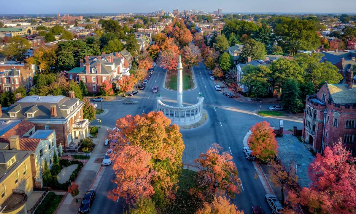 24. Richmond, VA ?-?Glassdoor City Score (out of 5): 3.9 ?-?Job Openings: 34,802 ?-?Median Base Salary: $47,000 ?-?Job Satisfaction Rating (out of 5): 3.4 ?-?Median Home Value: $223,200 ?-?Hot Jobs: Financial Analyst, Clinical Nurse, Management Consultant