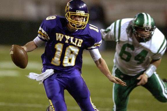Case Keenum leads Abilene Wylie past Cuero in the Class 3A Division I state final in 2004.