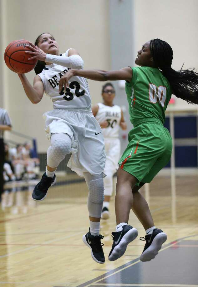 Edison High School's Avalon Munoz, left, attempts a shot as Sam Houston High School's Khadija Derry defends at the Alamo Convocation Center, Wednesday, Jan. 17, 2018. Photo: JERRY LARA, San Antonio Express-News / © 2018 San Antonio Express-News