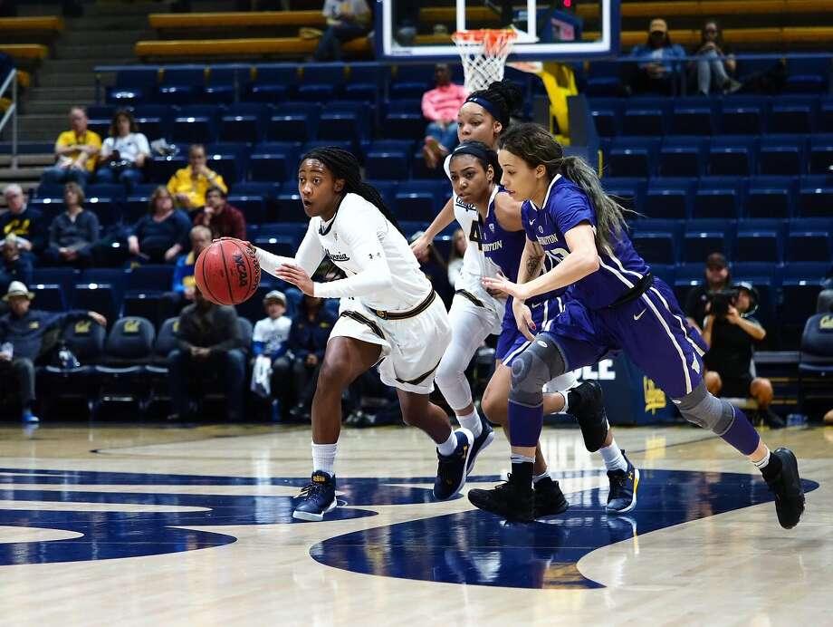 Asha Thomas (#1) pushes the ball up court during a Pac 12 NCAA Women's basketball game at Haas Pavilion in Berkeley, Calif. on Friday, January 12, 2018. Photo: Kelley Cox / KLC Fotos
