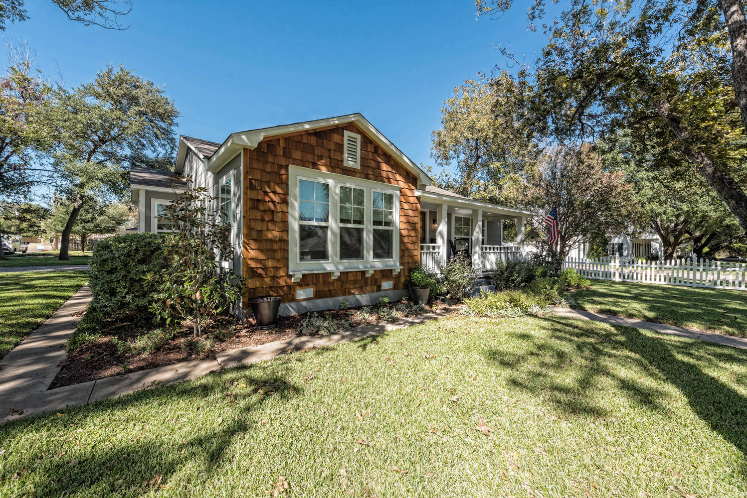 waco home featured on season 5 of 39 fixer upper 39 is now for sale by owner houston chronicle. Black Bedroom Furniture Sets. Home Design Ideas