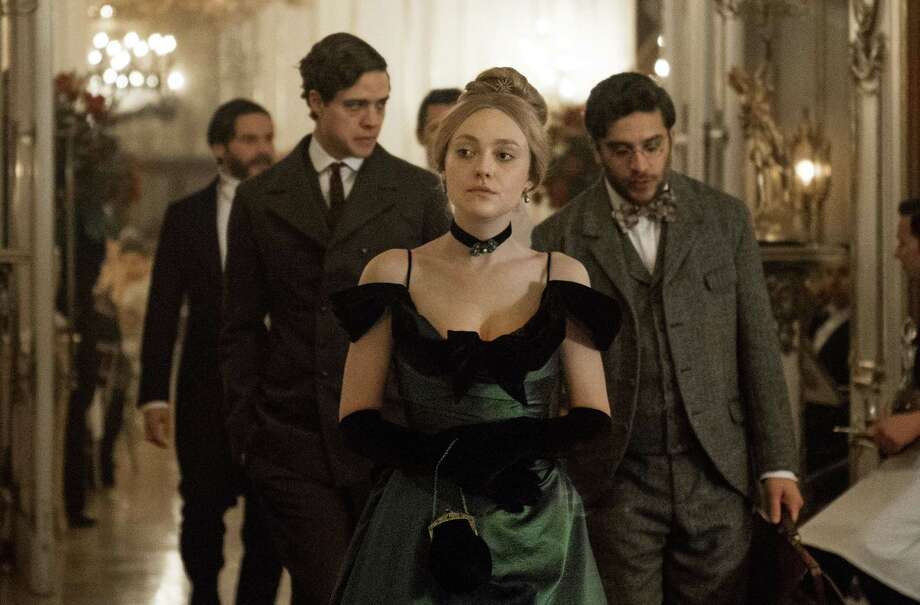 """The Alienist"" on TNT stars Daniel Bruhl, Dakota Fanning and Luke Evans as a trio of unlikely gumshoes determined to track down a diabolical killer of young boys in 1896 New York City. Photo: TNT / ™ & © 2017 Turner Entertainment Networks, Inc. A Time Warner Company. All Rights Reserved."