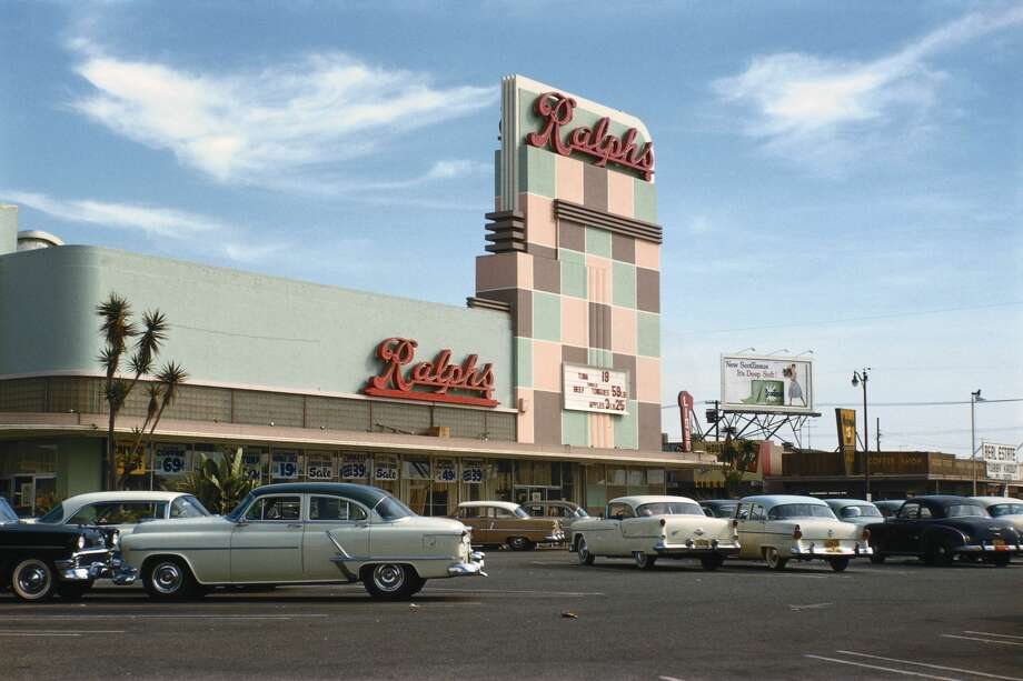 A shot of a 1950s Ralph's supermarket in California. Photo: Gary  Leonard/Corbis Via Getty Images