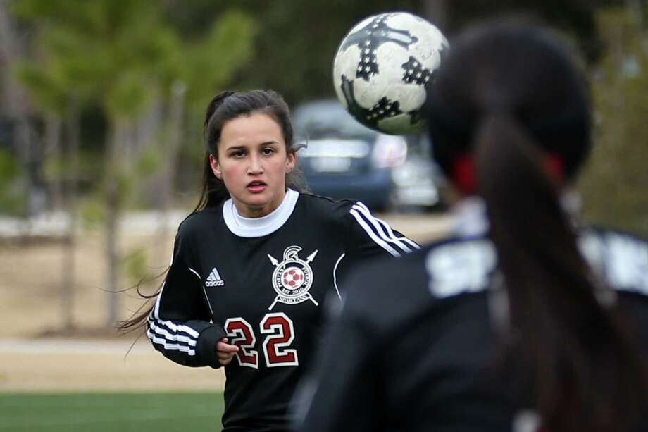 Porter's Kelly Rodriguez (22) eyes the ball during the Cavs and Cleats Classic girls soccer tournament against Conroe on Thursday, Jan. 18, 2018, at the Gosling Sports Complex in The Woodlands. (Michael Minasi / Houston Chronicle) Photo: Michael Minasi, Staff Photographer / © 2017 Houston Chronicle