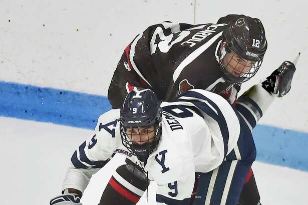 Center Robbie Demontis (9) and the Yale men's hockey team are 5-1-1 dating back to Dec. 1.