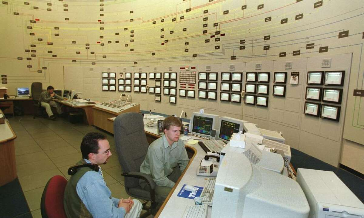 Aaron Markham and Don Grogan, balancing market dispatchers, man terminals at the New York Independent System Operator in Guilderland, Dec. 15, 1999. (Skip Dickstein / Times Union)