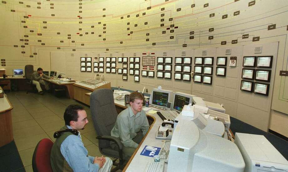 Aaron Markham and Don Grogan, balancing market dispatchers, man terminals at the New York Independent System Operator in Guilderland, Dec. 15, 1999. (Skip Dickstein / Times Union) Photo: SKIP DICKSTEIN / ALBANY TIMES UNION