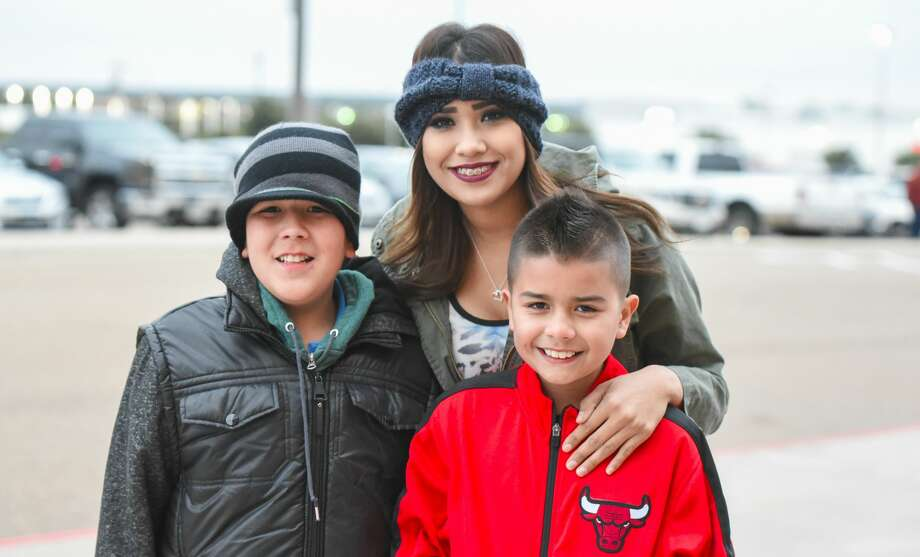 Wrestling fans head out to the Laredo Energy Arena on Tuesday, Jan. 16, 2018, to watch the WWE wrestling matches. Photo: Danny Zaragoza/Laredo Morning Times