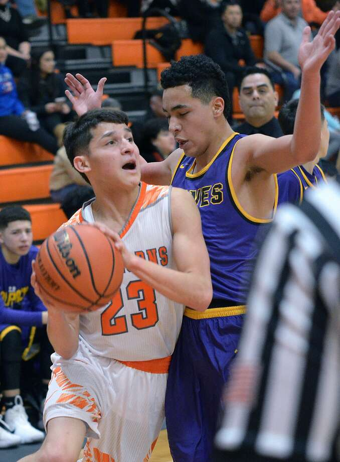 Andy Pompa scored 14 of his game-high 27 points in the fourth quarter Thursday including a game-winning 3-pointer at the buzzer for a 68-65 win over LBJ. Photo: Cuate Santos / Laredo Morning Times / Laredo Morning Times