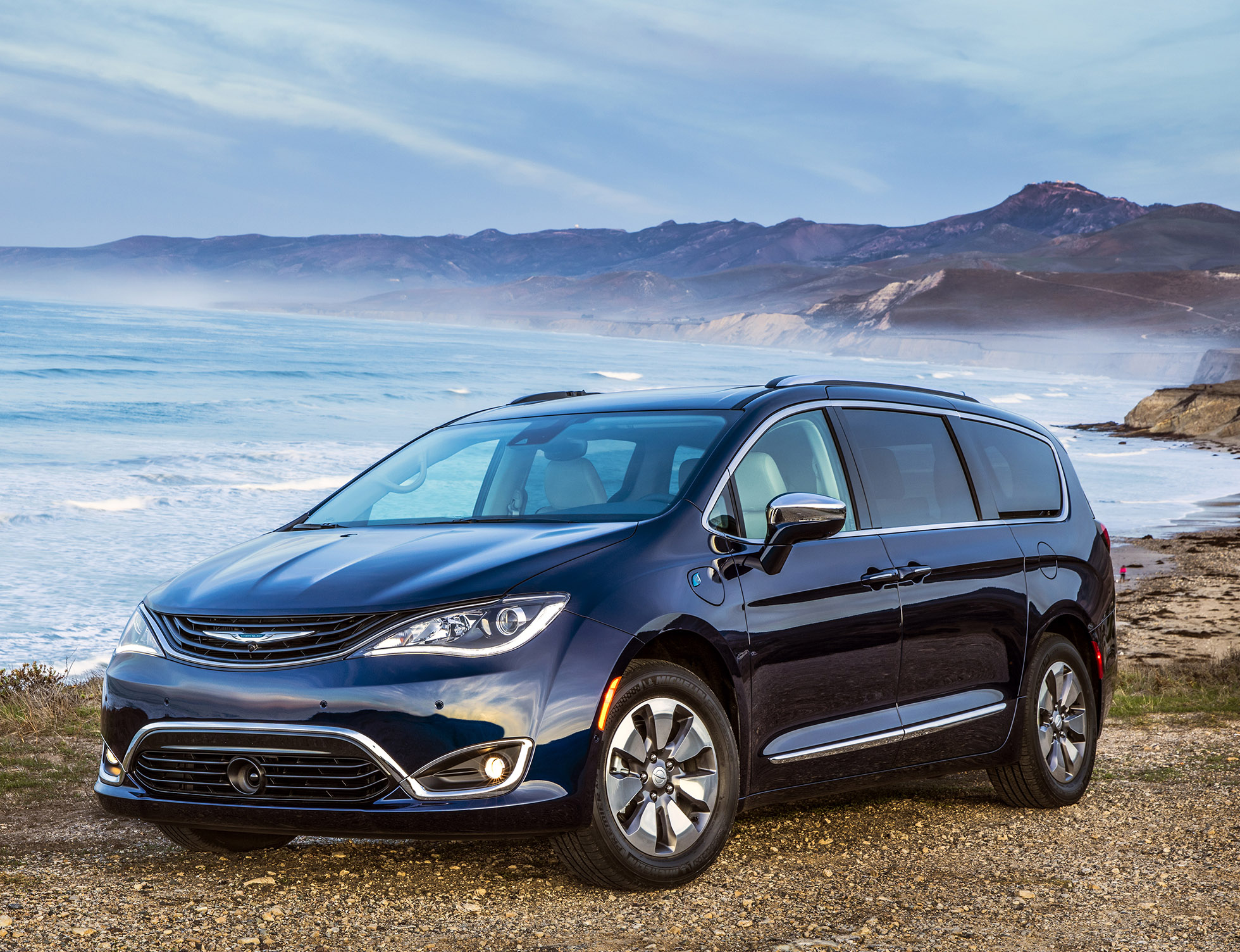 Chrysler Pacifica : Plug-in hybrid minivan starts at $39,995, can go 30 miles on battery