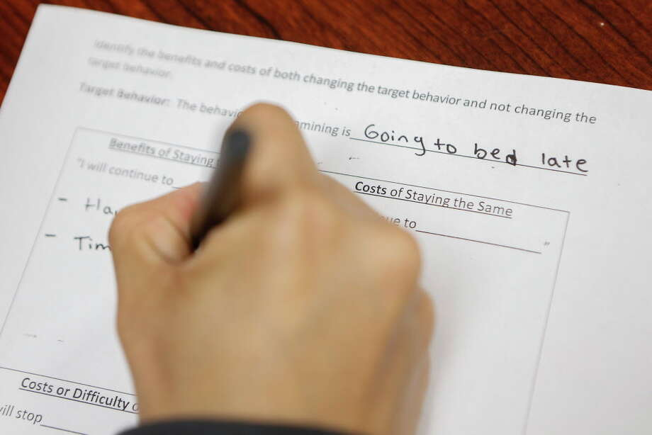 In the diversion class, a participant fills out a worksheet about making good decisions. Photo: Steve Gonzales, Houston Chronicle / © 2018 Houston Chronicle