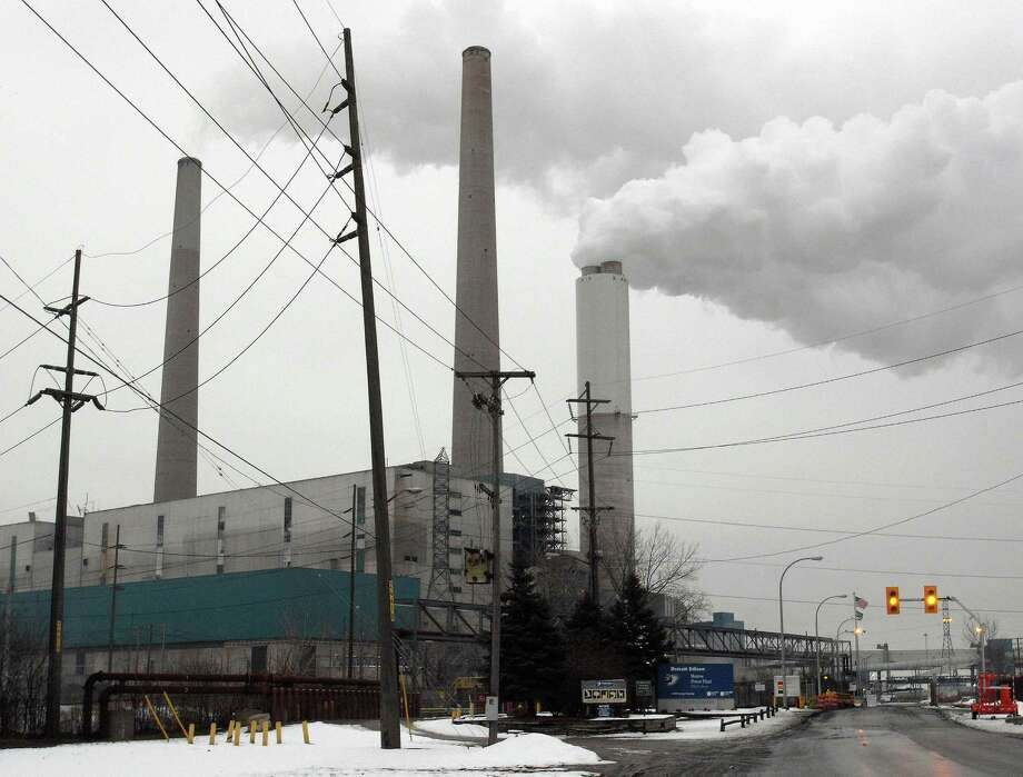 The Monroe Power Plant in Monroe, Mich., in a 2002 file image, consists of four generating units built in the early 1970s. Photo: Renee Schoof / TNS / TNS
