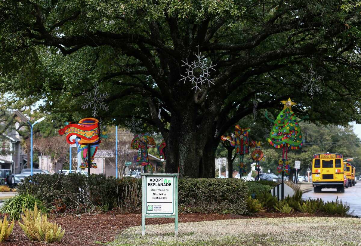 Esplanade on Montrose Boulevard Friday, Jan. 19, 2018, in Houston. The Montrose management district has stopped providing graffiti abatement, esplanade maintenance, and other services amid an ongoing legal battle with the area property owners. ( Godofredo A. Vasquez / Houston Chronicle )