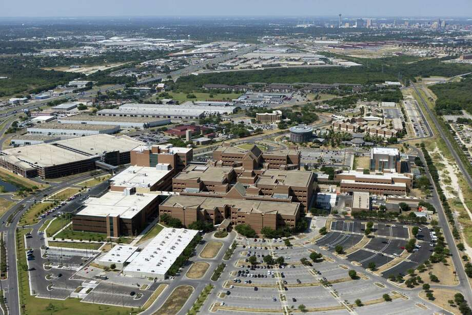 The concern is that if additional trauma centers are built, the trauma teams at BAMC — the U.S. Department of Defense's only Level I trauma center — would see a sharp decrease in patient volume with the creation of new local trauma centers, making them underprepared to treat people on the battlefield. Photo: San Antonio Express-News File Photo / © 2013 San Antonio Express-News