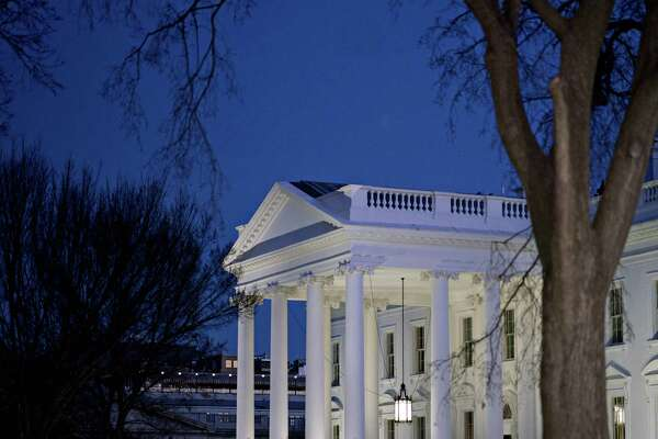 The White House stands in Washington, D.C., U.S., on Friday, Jan. 19, 2018. Temporary government funding runs out at midnight Friday and there's still no agreement on a temporary extension. Democrats are demanding that a stopgap include a provision permanently shielding some undocumented immigrants from deportation, while Republicans want to keep that issue separate from funding and budget negotiations. Photographer: Andrew Harrer/Bloomberg