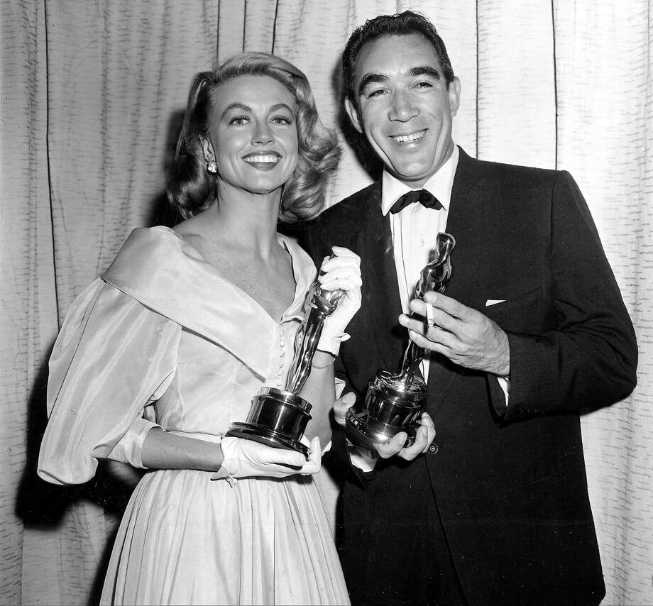 """This March 27, 1957 photo shows Best supporting Oscar winners Dorothy Malone and Anthony Quinn posing at the Academy Awards in Hollywood, Calif. Malone, who won hearts of 1960s television viewers as the long-suffering mother in the nighttime soap """"Peyton Place,"""" has died. Photo: Associated Press"""