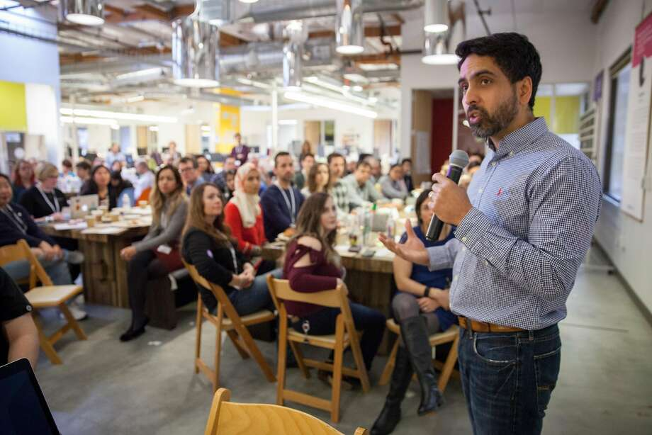 Salman Khan, founder of Khan Acad emy, a non profit educa tional organ ization cre ated in 2006, addresses staff at an Onsite meet ing at compa ny headquar ters in S.F. Photo: Peter DaSilva