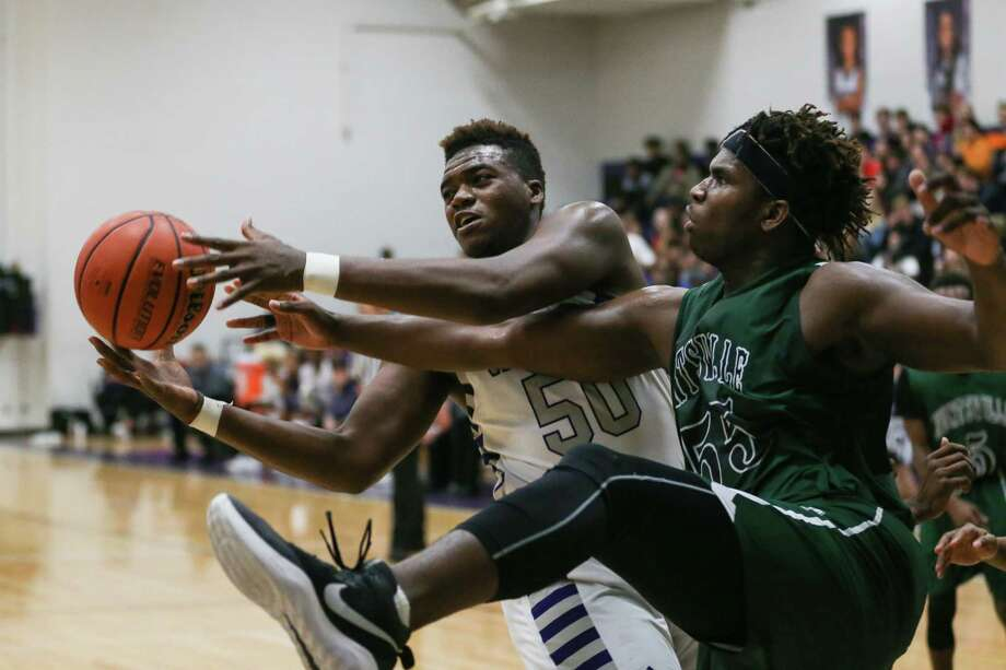 Willis' King McGowen (50) battles for a rebound with Huntsville's T'Vondre Sweat (55) during the boys basketball game on Friday, Jan. 19, 2018, at Willis High School. (Michael Minasi / Houston Chronicle) Photo: Michael Minasi, Staff Photographer / © 2017 Houston Chronicle