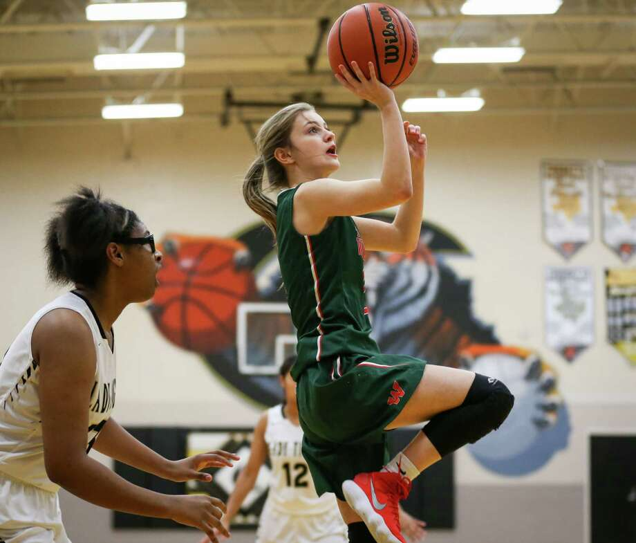 The Woodlands' Amelia Thedinger (2) shoots during the girls basketball game against Conroe on Friday, Jan. 19, 2018, at Conroe High School. (Michael Minasi / Houston Chronicle) Photo: Michael Minasi, Staff Photographer / © 2017 Houston Chronicle