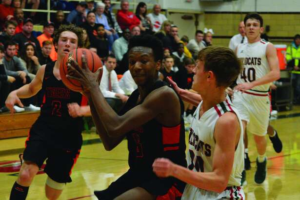 Edwardsville's Jaylon Tuggle, left, drives to the basket during Friday's game against Salem in the semifinals of the Salem Invitational.