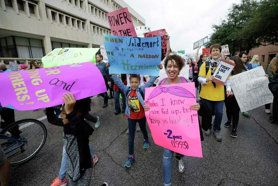 People walk along Walker St. during the Houston Women's March to City Hall. Photo: Melissa Phillip, Houston Chronicle / © 2018 Houston Chronicle