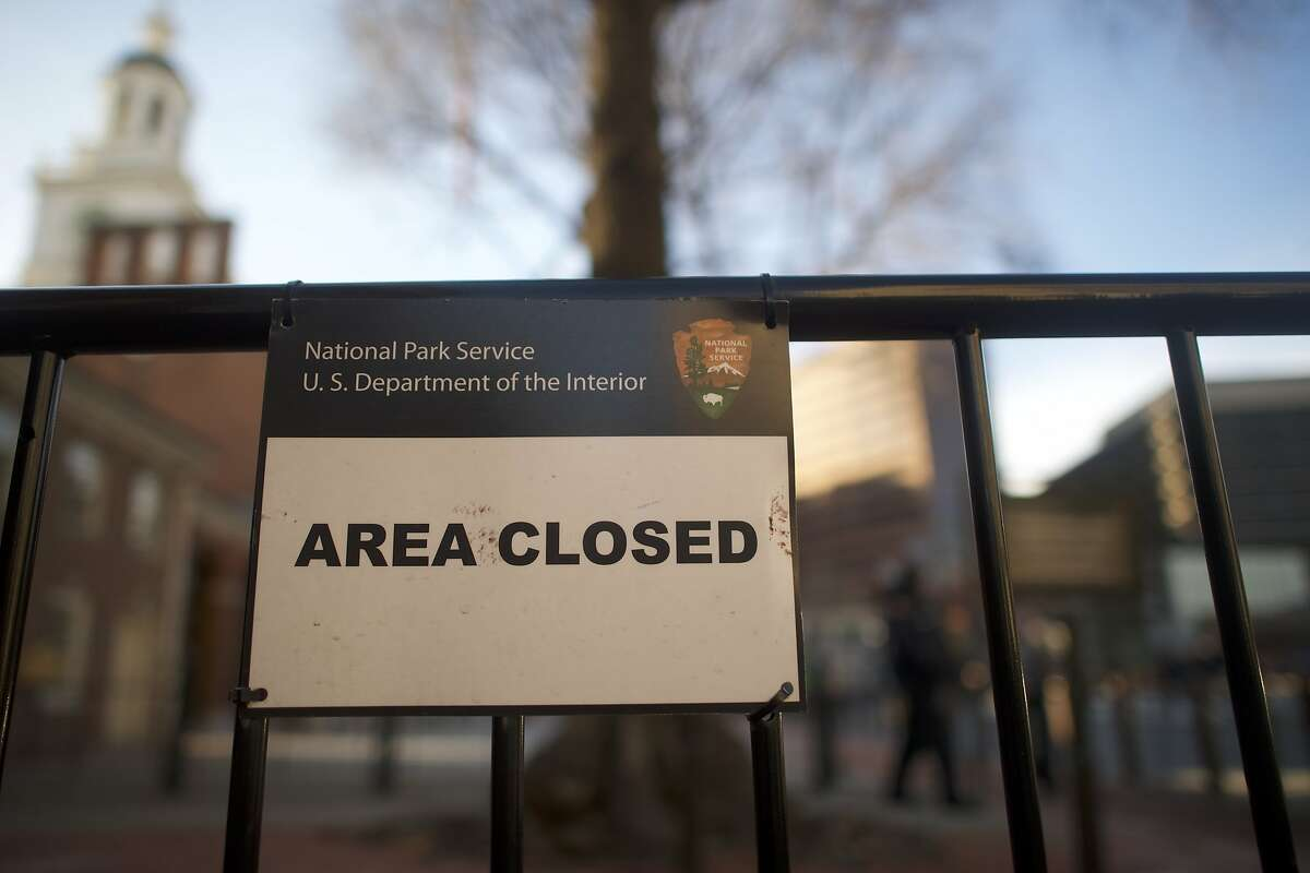 PHILADELPHIA, PA - JANUARY 20: A closed sign is posted in front of the shuttered Independence Hall after the government shutdown on January 20, 2018 in Philadelphia, Pennsylvania. As estimated by The National Parks Conservation Association, roughly 34 percent of park units would close. (Photo by Mark Makela/Getty Images)