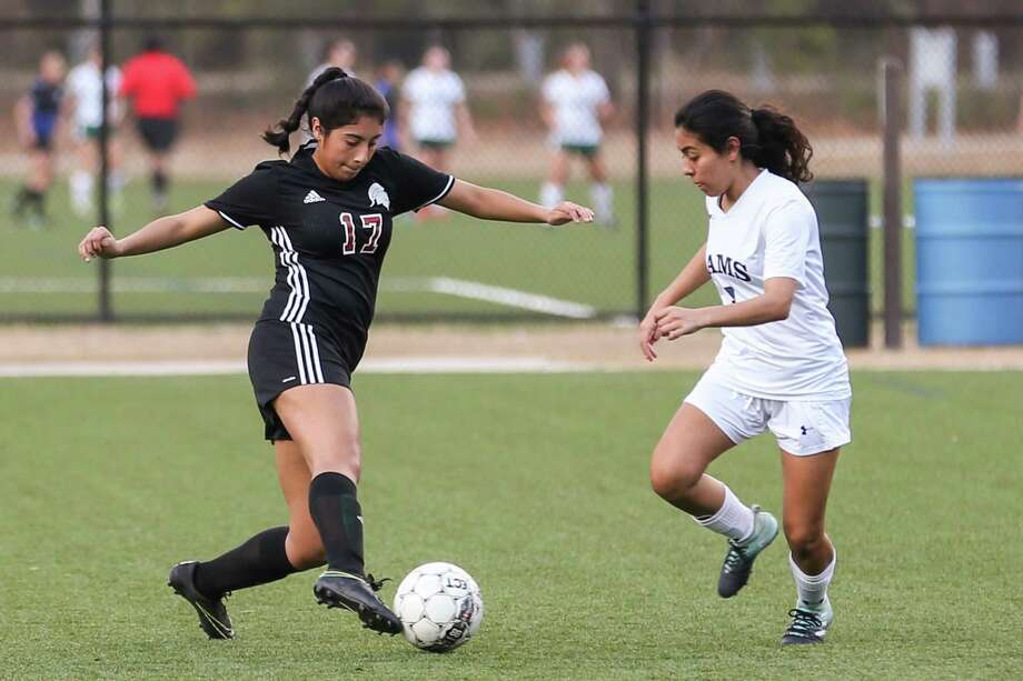 Porter's Vanessa Torres (17) kicks the ball as Cy-Ridge's Vanessa Pacheco (3) defends during the girls soccer game on Saturday, Jan. 20, 2018, at the Gosling Sports Complex. (Michael Minasi / Houston Chronicle) Photo: Michael Minasi, Staff Photographer / © 2017 Houston Chronicle
