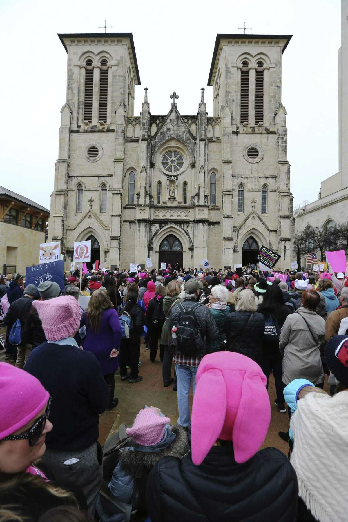"""About 500 people according to organizers gathered at Main Plaza to take part in the second annual Women's Rally on Saturday, Jan. 20, 2018. The message of the event hosted by TX23 Indivisible, was clear and decisive as speaker after speaker implored those in attendance that women's voices were not be silenced and to vote in upcoming elections. """"When women vote, we win,"""" said Cassandra Littlejohn, Bexar County Democratic Party Political Director. Toward the end of the two-hour rally, a brief march around Main Plaza came together as the event concluded. (Kin Man Hui/San Antonio Express-News)"""